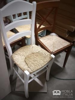 Scaune din lemn cu șezut împletit din iarbă de mare