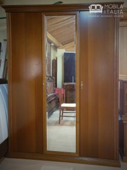 Dulap cu 3 uși – uși din lemn cu oglindă