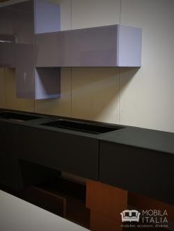 Bucătărie model deosebit - din sticlă